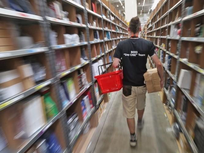 Nhân viên nhà kho của Amazon phải 'đi vệ sinh vào chai' vì sợ bị phạt ảnh 2