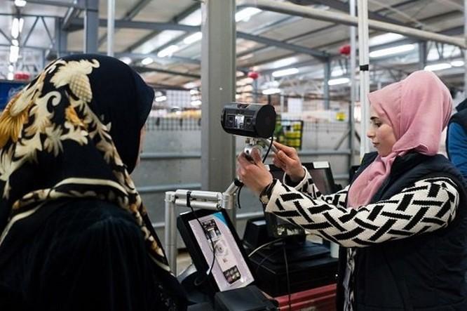 Bên trong trại tị nạn tồn tại nhờ tiền ảo ở Jordan ảnh 2