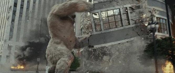Đánh giá phim Rampage: Xem bò mộng The Rock chinh phục 'King Kong biến đổi gen' ảnh 4
