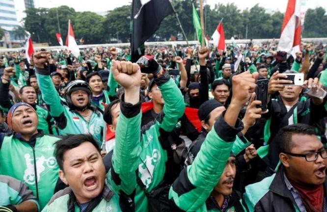 Hàng ngàn xe ôm công nghệ Indonesia biểu tình đòi mức giá chở khách xứng đáng hơn ảnh 1
