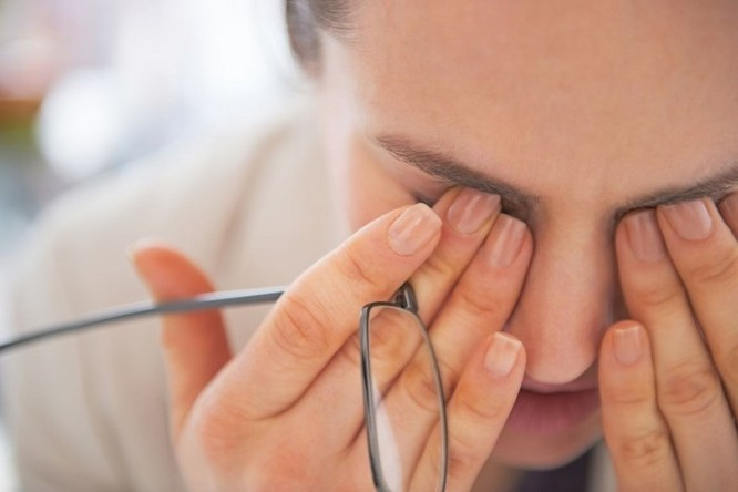 Những cách đơn giản giúp hạn chế mỏi mắt khi dùng máy tính quá lâu ảnh 1