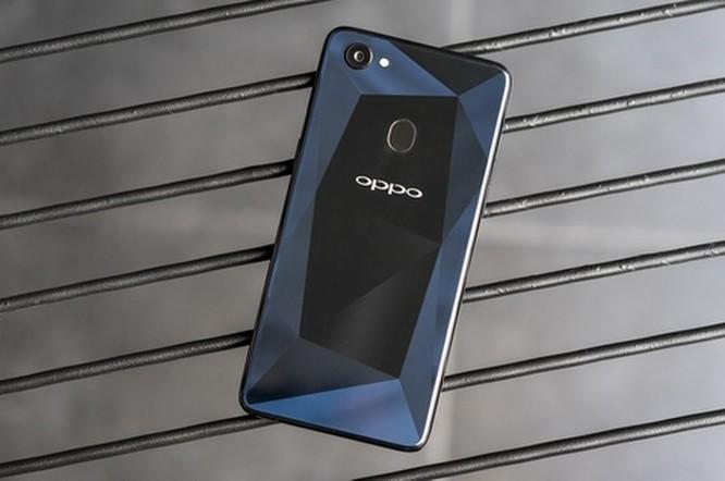 Oppo F7 có thêm phiên bản màu kim cương đen ảnh 3