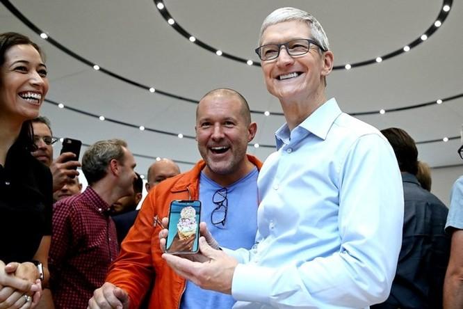 CEO Apple Tim Cook phản pháo giới phân tích, khẳng định 99% người dùng hài lòng với iPhone X ảnh 1