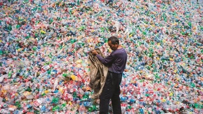 Các nhà khoa học bước đầu tìm ra cách tái chế nhựa vô hạn lần ảnh 1