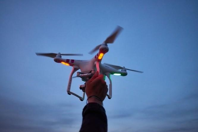 Xuất hiện loại tội phạm mới dùng drone để... do thám ngược cảnh sát ảnh 1