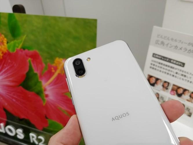 Trên tay Sharp Aquos R2: smartphone đầu tiên trên thế giới có thể quay video và chụp ảnh đồng thời thông qua camera góc rộng. ảnh 2