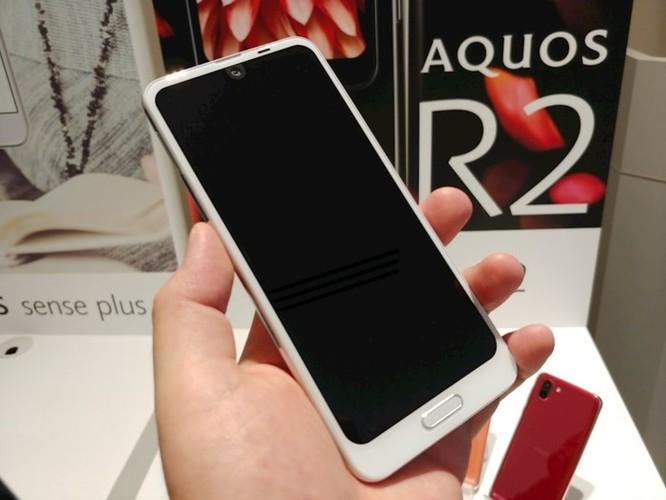 Trên tay Sharp Aquos R2: smartphone đầu tiên trên thế giới có thể quay video và chụp ảnh đồng thời thông qua camera góc rộng. ảnh 3