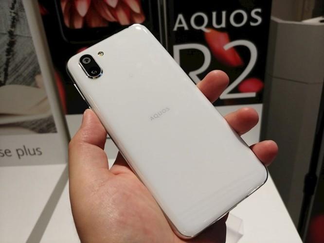 Trên tay Sharp Aquos R2: smartphone đầu tiên trên thế giới có thể quay video và chụp ảnh đồng thời thông qua camera góc rộng. ảnh 4