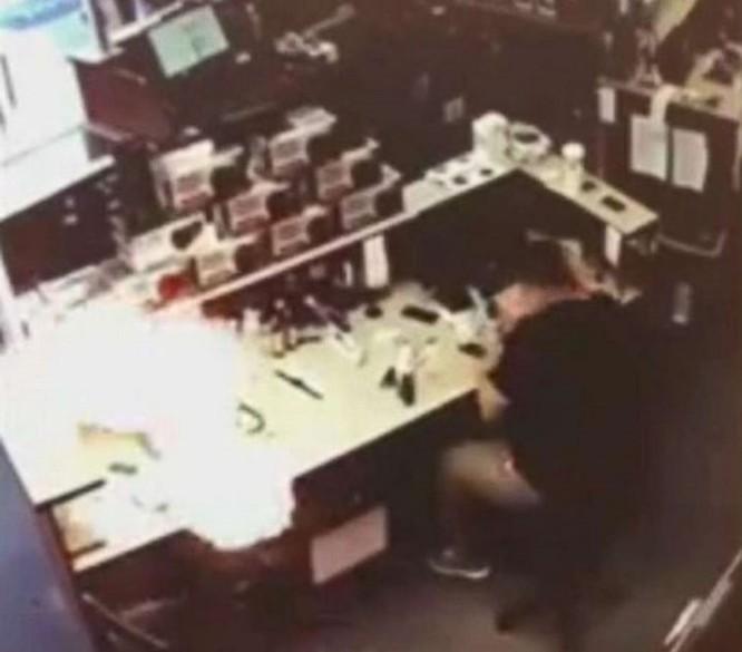 iPhone 6s phát nổ ngay trong trung tâm dịch vụ sửa chữa iPhone tại Mỹ ảnh 2