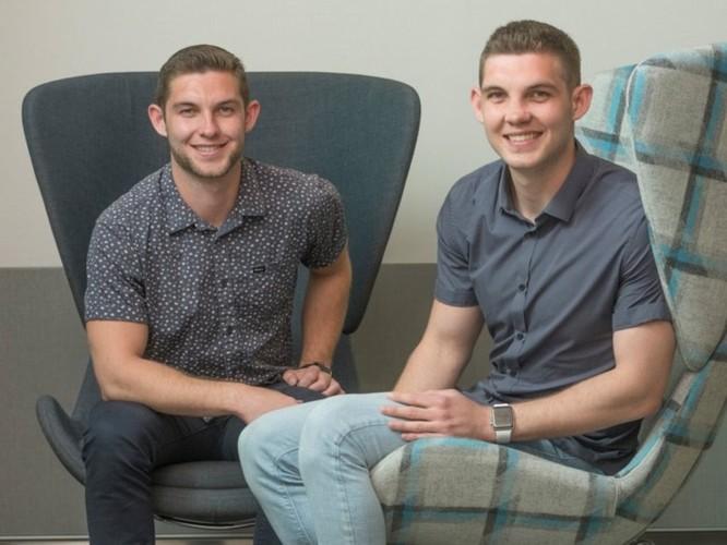 Gặp gỡ cặp anh em song sinh 21 tuổi chia sẻ bí quyết được Apple tuyển dụng ảnh 1