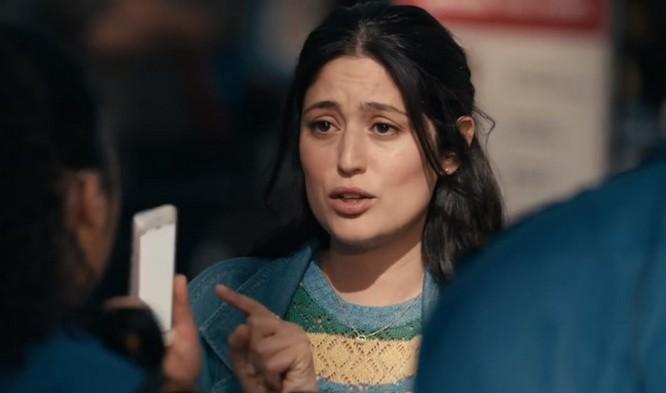 Samsung tung quảng cáo mới 'đá xoáy' Apple, anh chàng 'đầu tai thỏ' trở lại và lợi hại gấp đôi ảnh 2