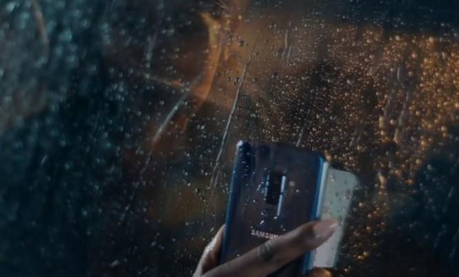 Samsung tung quảng cáo mới 'đá xoáy' Apple, anh chàng 'đầu tai thỏ' trở lại và lợi hại gấp đôi ảnh 5