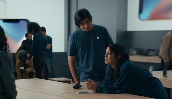 Samsung tung quảng cáo mới 'đá xoáy' Apple, anh chàng 'đầu tai thỏ' trở lại và lợi hại gấp đôi ảnh 6