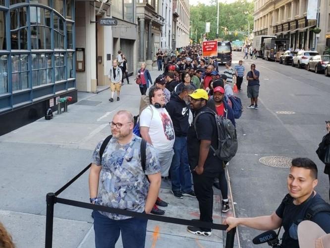 Điện thoại OnePlus 6 giá 530 USD khiến người dân New York 'phát sốt' không kém gì iPhone mới ảnh 2