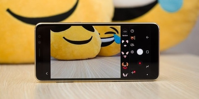 Nên mua Samsung Galaxy A8 2018 hay Galaxy A6 2018? ảnh 11