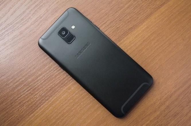 Nên mua Samsung Galaxy A8 2018 hay Galaxy A6 2018? ảnh 3