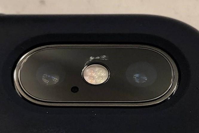 iPhone X bất ngờ liên tục bị nứt mặt kính camera ảnh 1