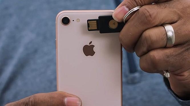 Dùng iPhone để mở cửa nhà và xe hơi ảnh 2