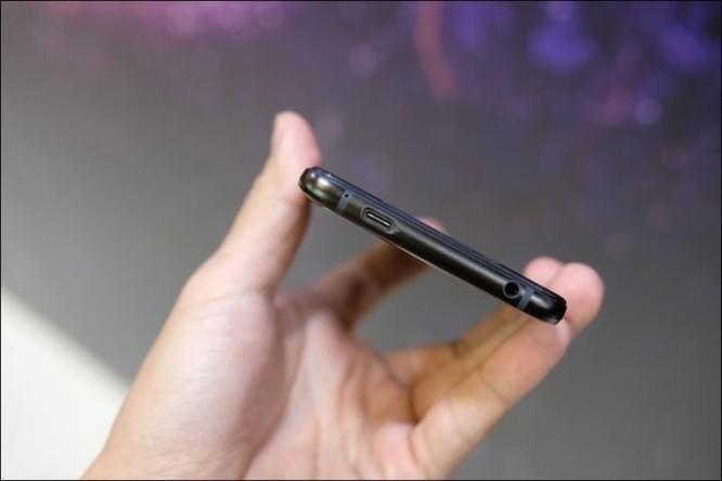 Hình ảnh chi tiết ROG Phone, smartphone chơi game đầu tiên của Asus ảnh 14
