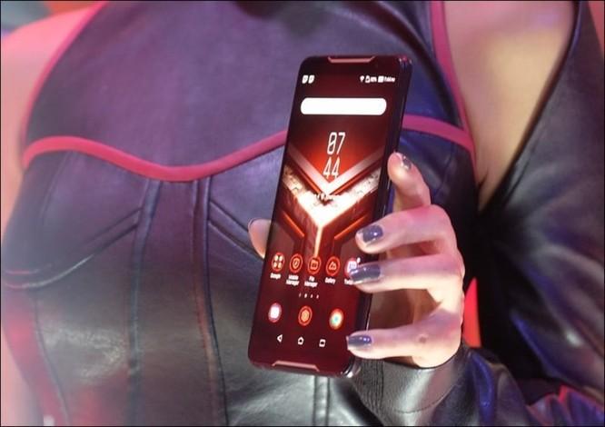 Hình ảnh chi tiết ROG Phone, smartphone chơi game đầu tiên của Asus ảnh 1