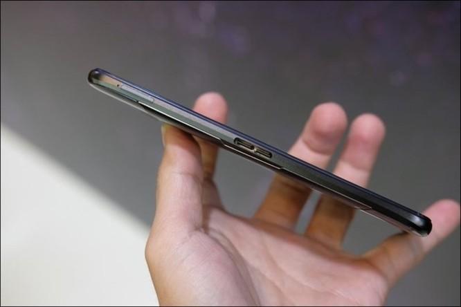 Hình ảnh chi tiết ROG Phone, smartphone chơi game đầu tiên của Asus ảnh 3