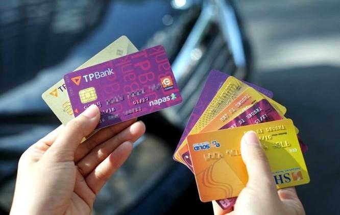 Vì sao dùng thẻ chip ATM có thể chống nạn mất tiền do ăn cắp dữ liệu và làm giả thẻ? ảnh 1