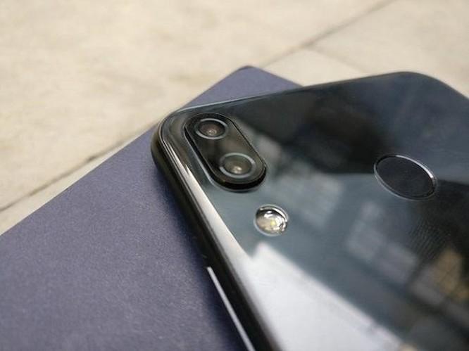 Những điểm đáng tiền trên Asus ZenFone 5Z ảnh 1