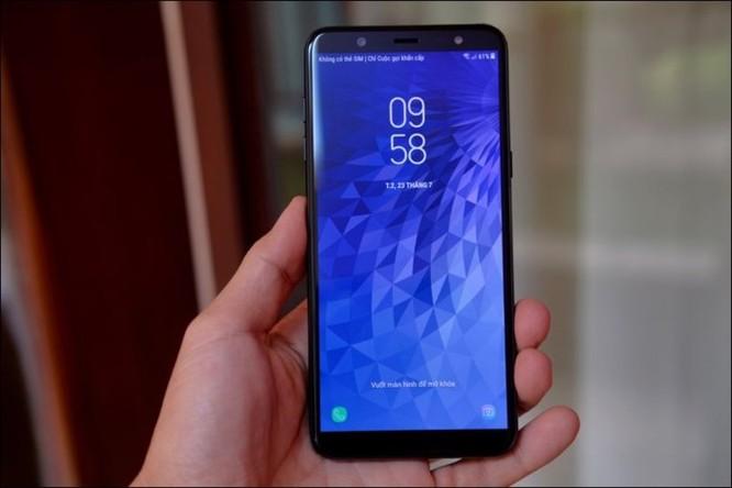 Mở hộp Samsung Galaxy J8 2018, camera kép xóa phông, màn hình tràn viền, giá 7,29 triệu đồng ảnh 1
