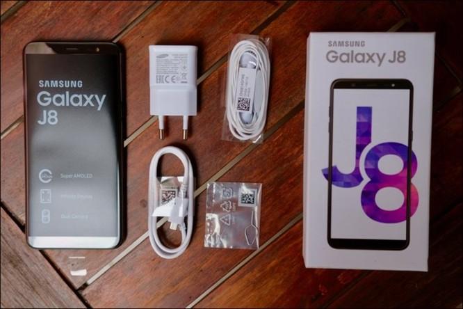 Mở hộp Samsung Galaxy J8 2018, camera kép xóa phông, màn hình tràn viền, giá 7,29 triệu đồng ảnh 15