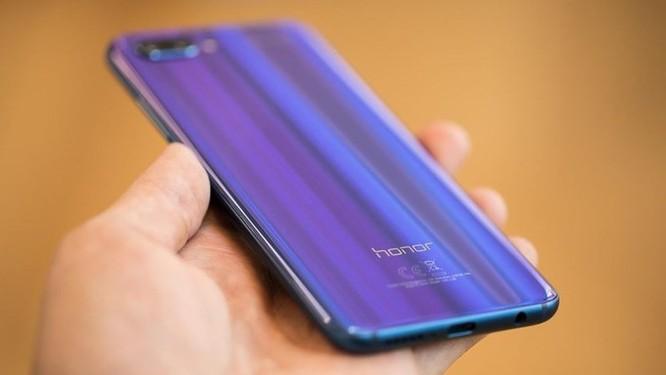 Mẫu smartphone với mặt lưng đổi màu có doanh số ấn tượng ảnh 1