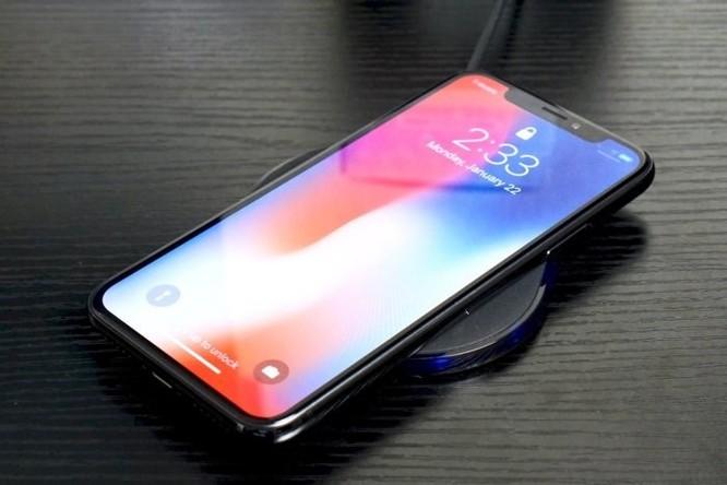 Có thể sạc iPhone từ xa bằng iPad và MacBook ảnh 1