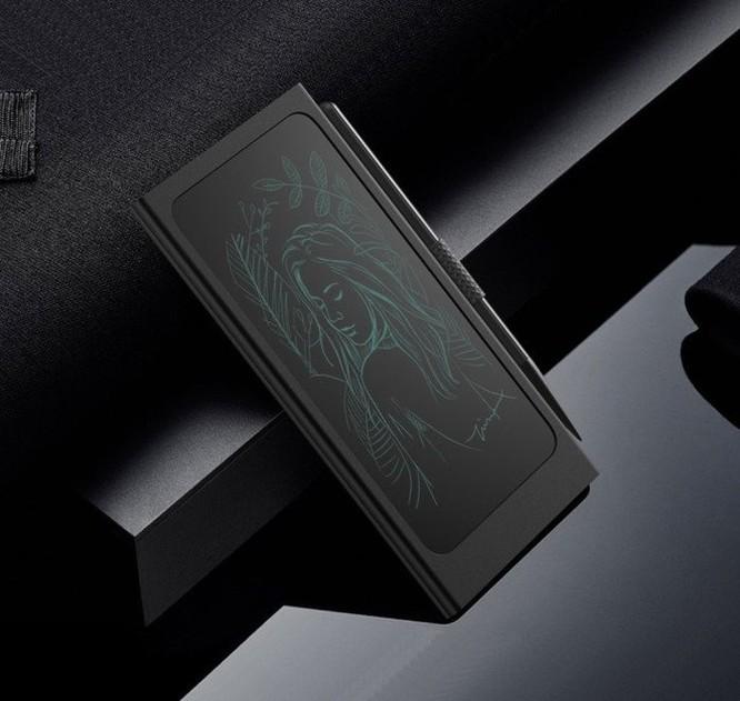 Thiết bị kỳ lạ này sẽ giúp bạn vừa ghi chú, vừa sạc iPhone cùng lúc ảnh 2