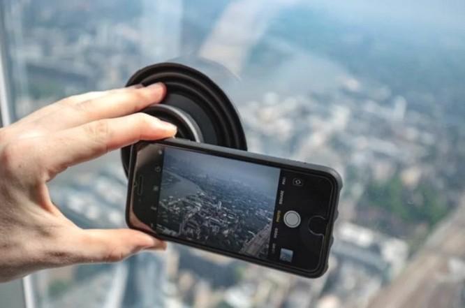 Phụ kiện thú vị này sẽ giúp bạn thoải mái sống ảo khi phải chụp hình qua gương kính ảnh 8