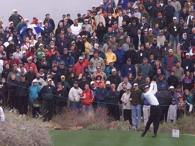 2 bức ảnh chụp Tiger Woods cách nhau 16 năm cho thấy smartphone đã thay đổi thế giới nhiều thế nào ảnh 1