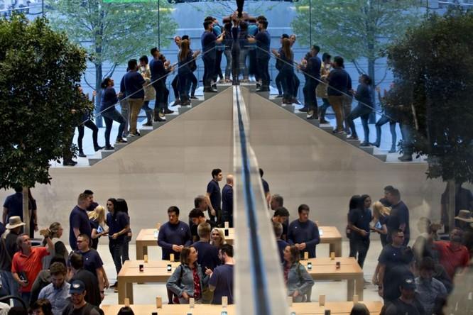 Giá iPhone sắp 'chạm nóc', Apple sẽ chọn gì làm 'đầu tàu' mới thúc đẩy kinh doanh? ảnh 1