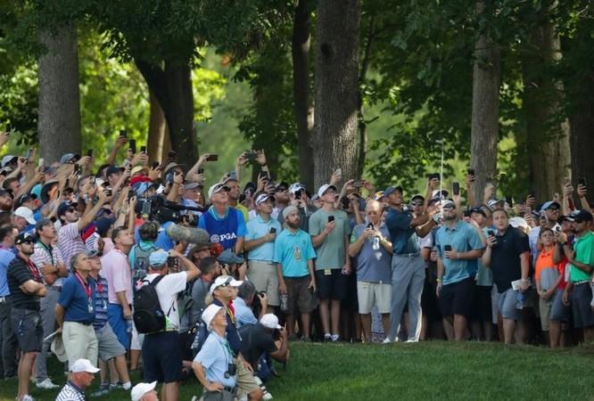 2 bức ảnh chụp Tiger Woods cách nhau 16 năm cho thấy smartphone đã thay đổi thế giới nhiều thế nào ảnh 3