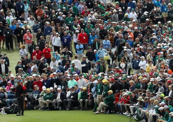 2 bức ảnh chụp Tiger Woods cách nhau 16 năm cho thấy smartphone đã thay đổi thế giới nhiều thế nào ảnh 4
