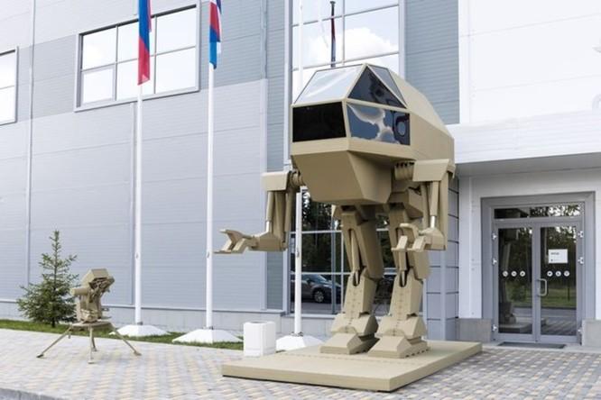 Nga trình làng robot chiến đấu khổng lồ với thiết kế giống 'khủng long bạo chúa' ảnh 1