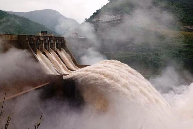 Tung tin vỡ đập thủy điện Bản Vẽ lên Facebook để câu like ảnh 1