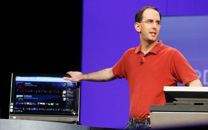 Vì sao vị giám đốc này của Microsoft chỉ toàn mặc áo đỏ suốt thập kỷ qua? ảnh 2