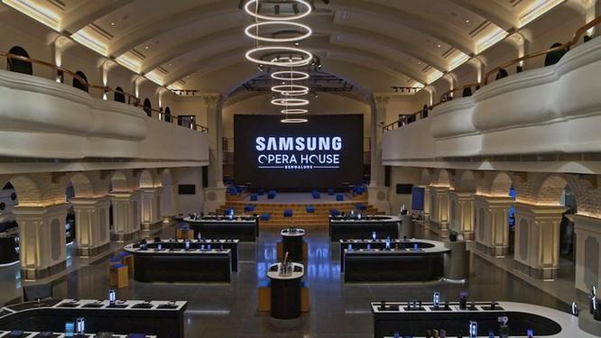 Samsung mở cửa hàng điện thoại lớn nhất thế giới ảnh 1