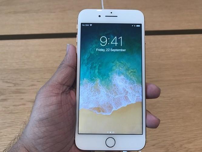 'Lên đời' với iPhone XS Max hay mua iPhone 8 Plus? ảnh 1