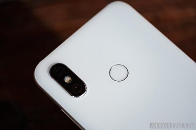 6 smartphone cao cấp có mức giá 'mềm' tốt nhất hiện giờ ảnh 2