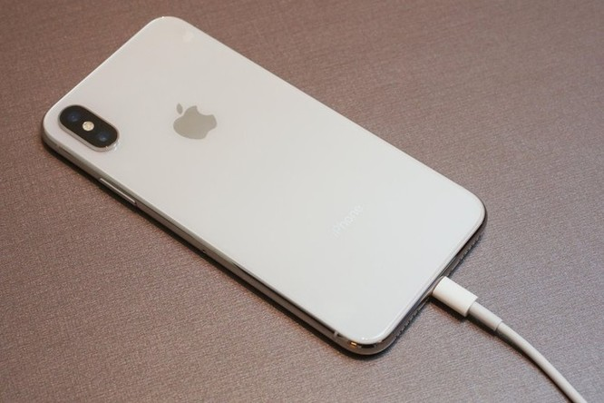 Apple sẽ sửa lỗi iPhone Xs, Xs Max không sạc khi tắt màn hình ảnh 1