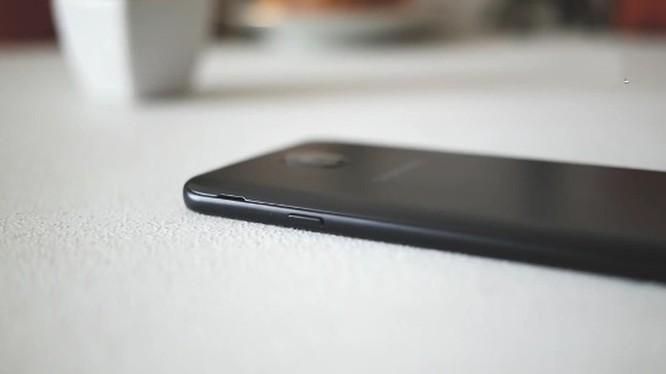 Smartphone hoài cổ: nên mua Nokia 5 hay Samsung Galaxy J4? ảnh 2