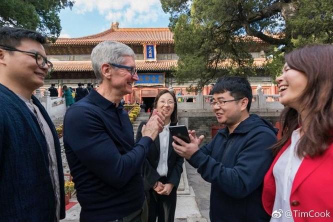 Tim Cook thân chinh tới Trung Quốc để 'níu kéo' khách hàng mua iPhone mới? ảnh 1