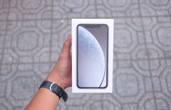 iPhone XR về Việt Nam, giá từ 23,9 triệu đồng ảnh 1