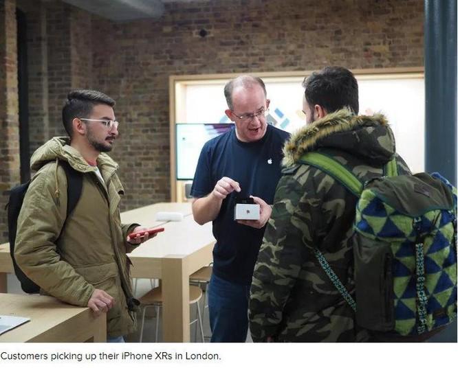 Vì sao các Apple Store trở nên 'đìu hiu' trong ngày đầu mở bán iPhone XR? ảnh 2