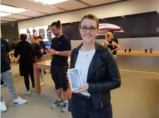 Vì sao các Apple Store trở nên 'đìu hiu' trong ngày đầu mở bán iPhone XR? ảnh 1