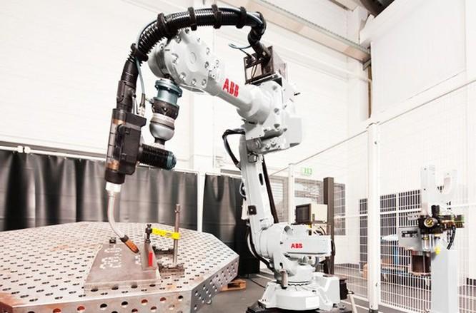 Robot chế tạo robot tại nhà máy trị giá 150 triệu USD ở Trung Quốc ảnh 1